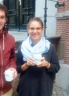 Augustin en Chiara tijdens een pauze bij de Taalunie in Den Haag