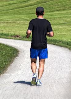 Zoek het Nederlandse woord voor joggen.