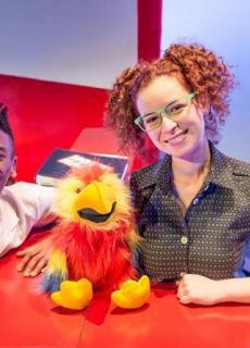 Max en Mia passen op Hotel Hallo en papegaai Pollie