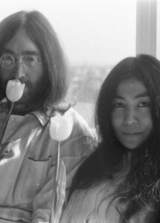John Lennon en Yoko Ono in het Amsterdamse Hilton Hotel, 1969