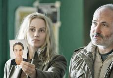 In The Bridge, de populaire Zweeds-Deense misdaadserie, overleggen de Zweedse en Deense hoofdrolspeler in hun eigen moedertaal met elkaar. Ze begrijpen elkaar perfect. Een voorbeeld van luistertaal.