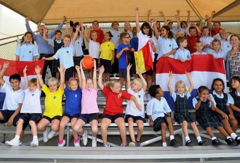 Leerlingen van de Nederlandse School LanguageOne in Dubai, de grootste school ter wereld waar aanvullend Nederlandse taal- en cultuuronderwijs (NTC) wordt gegeven.