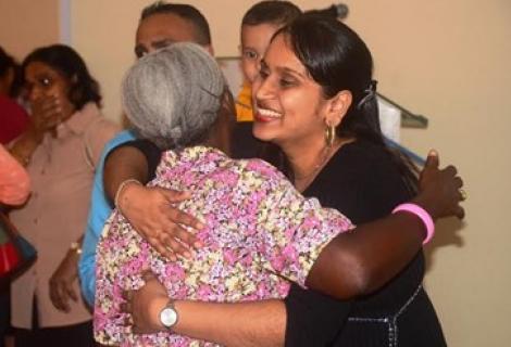 Felicitaties voor Sita Patadien bij haar afstuderen